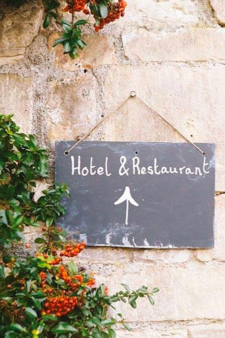 agence-quintae-hotel-restaurant-panneau